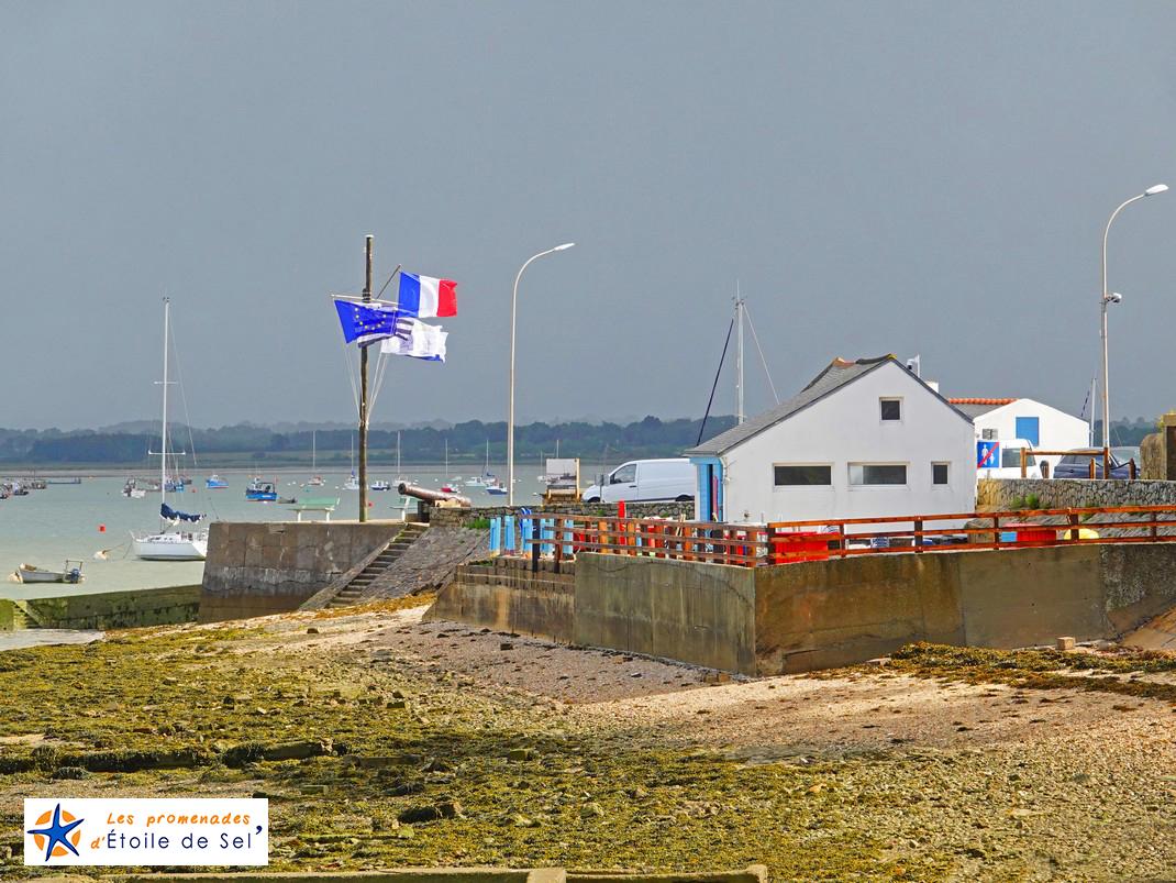 Cabanes d'ostréiculteurs sur le port de penerf à damgan